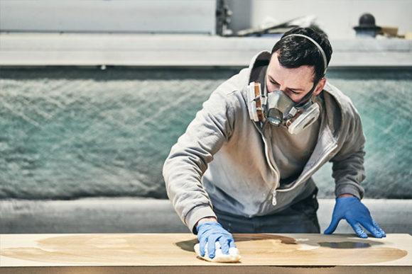Peinture sur bois, traitement de surface